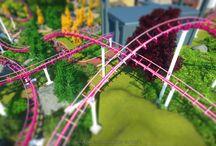 """Planet Coaster / Bilder aus der Freizeitpark Simulation Planet Coaster. Manchmal künstlerisch aufbereitet, manchmal einfach pur. Allesamt Schnappschüsse aus meiner Serie """"Planet Coaster Garagen Sessions"""" auf YouTube."""