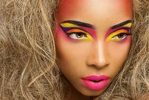 Scenic make up n' dressing / Arranjo de figurino cênico como fonte de inspiração
