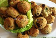 Le polpette di melanzane al forno rappresentano un gustoso antipasto light o un secondo piatto vegetariano. La preparazione è molto semplice