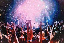 concert crowd / I LOOOOOOOVE THE CROWD / by Stella Maris