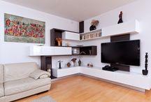 Realizace části interiéru rodinného domu / Nadstandardní a nevšední řešení interiéru, kombinace laku s nestandardní katrovanou dýhou kouřového dubu byla výzva.