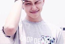Kim Namjoon ❤❤❤❤ / destruidor de corações líder q você respeita estilo lindo perfeito Rap