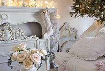 Popular Christmas / Beautiful homes and rooms decorated for Christmas in today's best styles. Lots of holiday inspiration curated for you on this board by Shabbyfufu