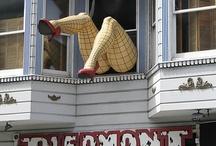 Rådhuspassagen / 1. kunst som blikfang 2. dekoration som lægger op til interaktion med forbipasserende 3. lave sjov med bygningernes huller, skrammer og uheldige elementer  4. malet ornamentering