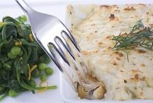 Рыбные пироги / Собрать всю семью за обеденным столом поможет пирог с лососем, треской или семгой, ведь от кусочка рыбного пирога так сложно отказаться.