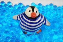 POOL PARTY ! / Petite fiesta entre pingouins... Figurines réalisées par Moineaux & Co. www.moineauxandco.fr
