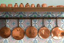 essenza di casa artigianale / decorazioni su supporto in cotto artigiano, su richiesta anche su supporto industriale