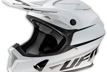 UFO Entry Level Helmets / UFO PLAST presents Spectra, a new helmet that comes very close to its predecessor (Warrior), thus expanding the range of helmets off road in the entry-level. Spectra helmet is made of high-strength polycarbonate. The internal pads offer excellent fit, and they are removable and washable for optimal hygiene. A rear air extractor, the visor height-adjustable and the strap with double D, make it a very high quality product though born for young people and proposed at a competitive price.