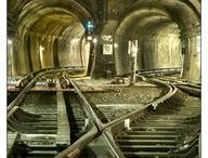 Attra-verso tunnel archi portali / C'è sempre una luce in fondo al tunnel. Speriamo che non sia un treno. Woody Allen