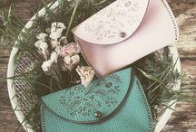 Leather... Cuero by Laforesta / Tarjeteros, monderos, bolsos, objetos de cuero diseñados y fabricados por Laforesta laforesta@enlaforesta.com