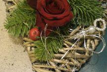 Blomsterdekoratør / Arbeid av Kristine som har gått vg1 design og håndverk. Se så flott oppsatser mm. Hun har går på Holtet vidergående skole http://www.holtet.vgs.no/tilbud/