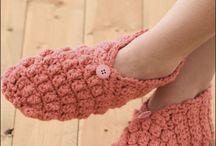 Вязаные носки, тапочки