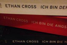 Krimis und Thriller / Auf dieser Pinnwand geht es um - Überraschung - Krimis und Thriller, manchmal auch um andere Bücher, die ich gelesen habe. Meistens habe ich Rezensionen dazu geschrieben, die findet ihr auf meinem Blog :-)