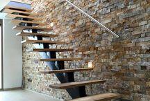 escalera y piedra
