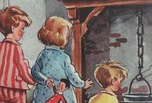 Sinterklaas kapoentje ... / Nederland zet men vanaf de 15e eeuw de schoen of klomp. In eerste instantie gebeurde dat in de kerk en was de opbrengst voor de armen. Uit archiefstukken blijkt dat vanaf 1427 in de Sint Nicolaaskerk in Utrecht schoenen werden gezet op 5 december, pakjesavond. Rijke Utrechters legden wat in de schoenen en de opbrengst werd verdeeld onder de armen op 6 december, de officiële sterfdag van de Heilige Nicolaas.