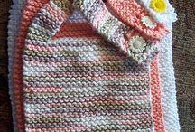 Knitting babys