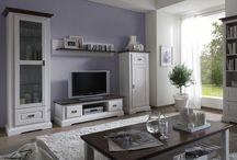 Massivholz Wohnwände / Ob schlicht, elegant oder extravagant – unsere Wohnwände, gefertigt aus hochwertigen Naturmaterialien, können je nach Geschmack individuell kombiniert werden.