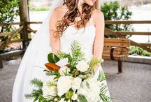 Wedding Ideas: Beautiful Bouquets / Bridal bouquet ideas & inspiration for your wedding day. Waterfall bouquets, brooch bouquets, modern bouquets, vintage bouquets, and more!