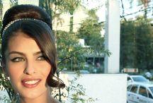 Tutoriais de Beleza / Vídeos com os melhores profissionais de beleza ensinando você a ficar mais linda.