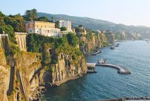 Sorrento, Kampania, Włochy / Piękne Sorrento to kolejne miejsce warte odwiedzenia podczas pobytu na campingu Baia Domizia:  https://eurocamp.pl/miejsca-warte-odwiedzenia/wlochy/sorrento-kampania-wlochy