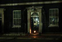 Light out - London / I luoghi simbolo di Londra ieri sera hanno spento le proprie luci per un'ora per ricordare i 100 anni dell'ingresso dell'Inghilterra nella Prima Guerra Mondiale.