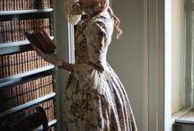 модель в платье