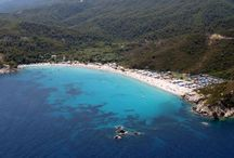 Armenistis Camp / This beach is one of the best organized camps in the whole Greece. This is also one of the beaches which have a blue flag standard, meaning that it has very high standards regarding water and environment (in this case clear water, beautiful white sand…).