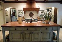 Kitchens / by Allison Arnett