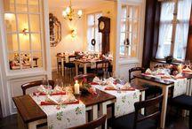 Tradičné vianoce / Vianočné dekorácie, tradičná výzdoba a rôzne ozdoby sú už každoročne príjemným doplnkom nášho domova na vytvorenie sviatočnej atmosféry.