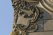 minor arts in architecture / převážně reliéfní fasádní doplňky