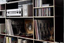 Schallplatten Regale // Storage for vinyl records / Passend zu Ihrem Vorhaben, stellen Sie sich mittels unseres Regalbautools spielend leicht Ihr individuelles LP-Regal zusammen. Dabei wählen Sie aus einer stetig wachsenden Palette unterschiedlicher Module, die sich auf vielfältige Weise miteinander kombinieren lassen.
