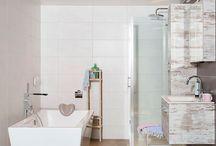 Badkamers / Badkamers van nu. Bekijk alle badkamers van Badkamerwinkel.nl online of in de winkel in Nieuwegein. Moderne badkamers, badkamers in Engelse stijl en nog veel meer!