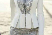 šaty a kostýmy