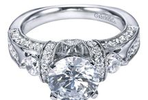 Engagement Rings / by Dawn Duquet