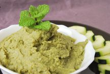 Fava Bean Hummus / This Fava Bean Hummus is a delicious variation of the classic chickpea recipe. No oil or tahini added for a super healthy and whole plant-based version. It is vegan, oil-free, gluten-free, soy-free and nut-free.
