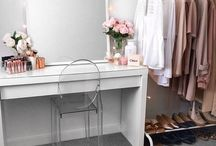 Dressing room & table