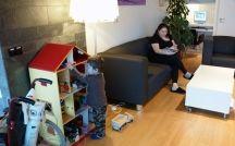 Ronald McDonald Huiskamer VUmc / In Ronald McDonald Huiskamer VUmc kunnen kinderen even vergeten dat ze ziek zijn. Ze kunnen er samen met hun ouders, broertjes en zusjes even weg uit de ziekenhuissfeer. Voor het hele gezin is de Huiskamer een plek om tot rust te komen en te spelen.