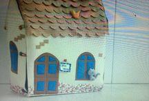 Amei fazer!!!! casinha em feltro / Casinha em feltro, projeto desenvolvido para apresentação de um TCC.