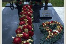 na hroby