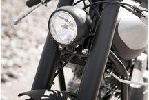 El mundo en 2 ruedas / Motogirl, motos que me gustan, atuendos y afiches del mundo sobre dos ruedas / by Sheyla Luna