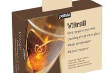 Produits peinture Vitrail / L'ensemble de notre gamme peinture vitrail permettant de réaliser de jolies créations
