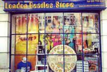 Dove fare shopping a Londra con il London Pass / Boutique di lusso, negozietti vintage e di antiquariato, librerie, mercatini dell'usato, negozi di giocattoli e di souvenir: che si tratti di un residente o di un turista, Londra è in grado di soddisfare i gusti di ogni tipo di acquirente.  Shopping & London Pass: ecco una serie di negozi e punti vendita in cui la vostra smart-card vi consentirà di beneficiare di offerte e sconti interessanti.
