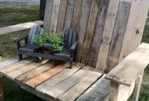 Craft Pallet Benches and Daybeds / by Loree Horony