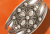 Bracelets ethniques Berbère / Bracelets ethniques en argent, manchettes large avec des cabochons en agate, très belle pièces uniques. Vente à la bijouterie Toulouse Laoula.