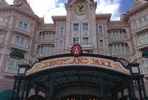 Disneyland Paris 2016 en 2014 / Dit park blijft leuk ook al was ik er voor de 10e keer. Je kan je gewoon weer even kind voelen en alles is af. In juli 2014 is in Disneyland Paris de attractie Ratouille geopend er kwamen erg veel mensen op af dus het was erg druk in het park.  Maart 2016 weer naar Disney geweest met de OAD kidsbus. Er waren veel attracties dicht voor de renovatie. In 2017 bestaat het park 25 jaar en dit moet groots gevierd worden #disneylandparis #Pretpark