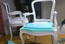 tapizamos una silla / Tapizamos una silla antigua de una clienta, que ya ha sido tapizada en otras ocasines. Se ha pintado, restaurado y pasamos a tapizarla.