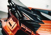 Coole Autos und Motorräder