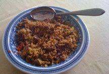 Rijst gerechten/recepten / Rijst is voor Indonesiërs het hoofdvoedsel. Ze eten het 's morgens, 's middags en 's avonds. Zonder rijst is de maaltijd niet compleet.