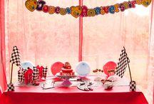 Sweet Table / Anniversaire, Baby Shower, baptême, enterrement de vie de jeune fille/garçon, mariage, tous ces événements sont l'occasion idéale pour créer des Sweet Tables. Tendances Gourmandes se charge de la décoration, des gourmandises mais aussi des cadeaux pour vos invités et de cadeaux originaux à mettre sur votre table.