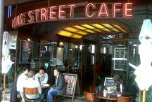 Long Street  / Long Street is located in central Cape Town and is famous for its Cafes, Restaurants, Clubs and Stores